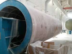 One cantilever beam liner making machine is in the warehouse and its beam is inside the tank mould.