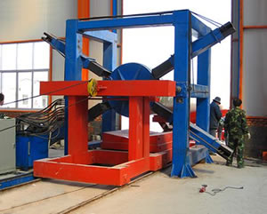 An extraction machine is in operation for stripping FRP pipes
