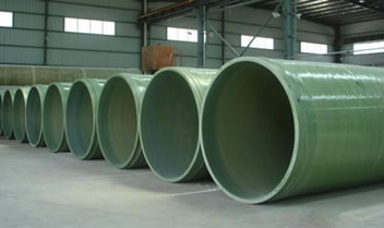 Several FRP pressure pipes in large diameters are placed in the workshop