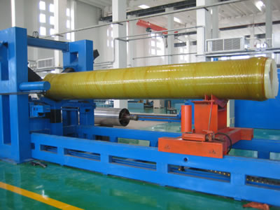 One FRP pipe is held by a mould dismounting machine.
